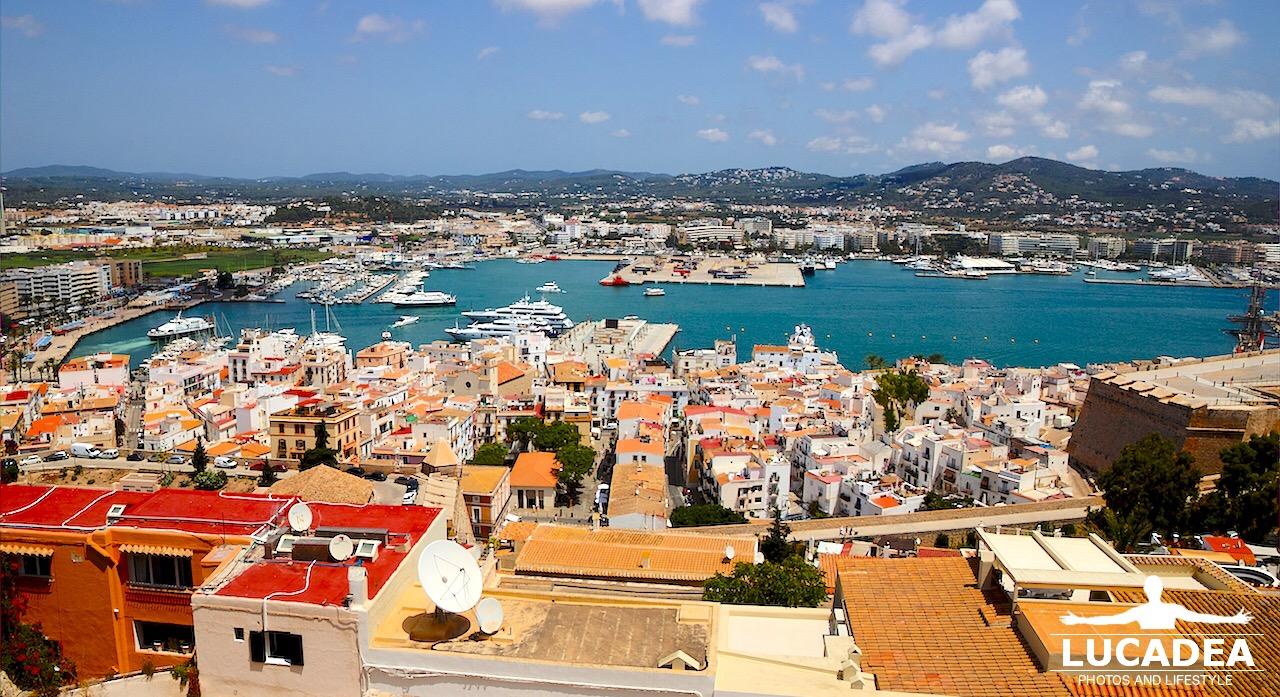 Ibiza vista dall'alto del castello della città vecchia (foto hdr)