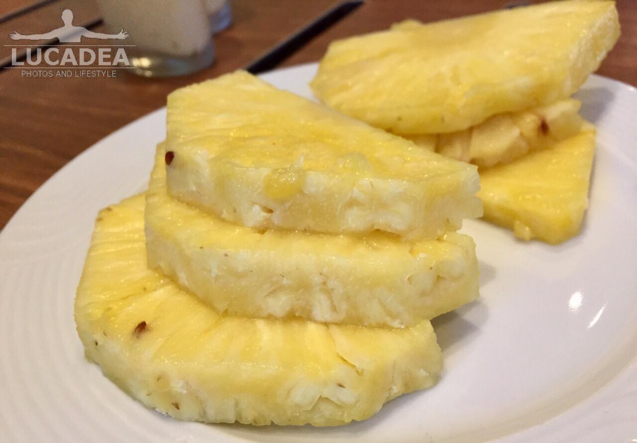 Fette di ananas dolce