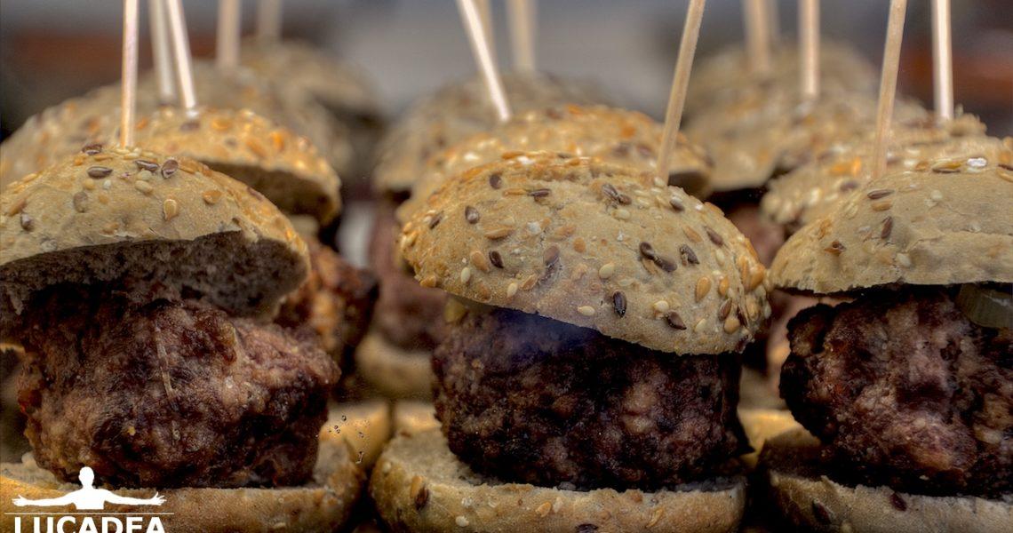 Mini hamburger a Minorca: tipi moderni di tapas