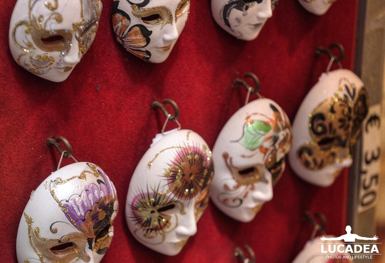 Souvenir da Venezia: maschere di porcellana