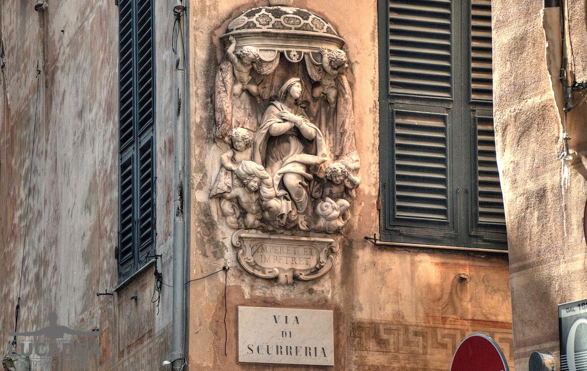 Edicola di via di Scurreria a Genova