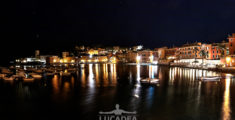 La Baia del Silenzio in notturna a Ferragosto