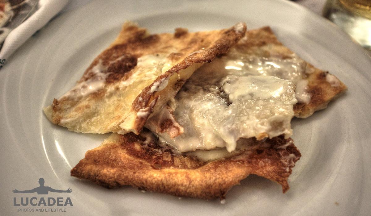 La focaccia al formaggio della Manuelina