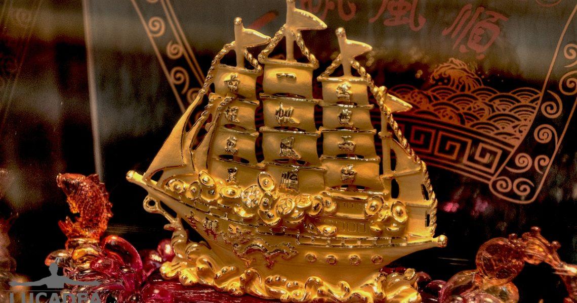 Veliero in oro ad Hong Kong