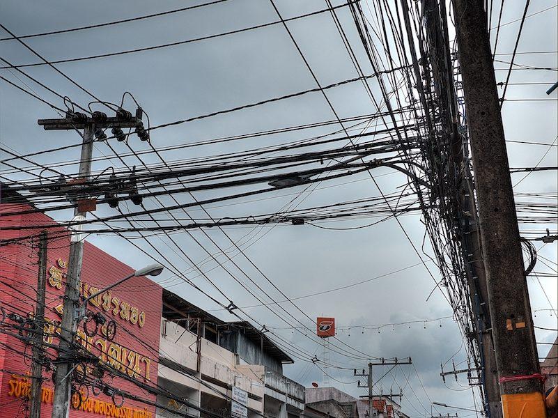 Cavi elettrici esposti