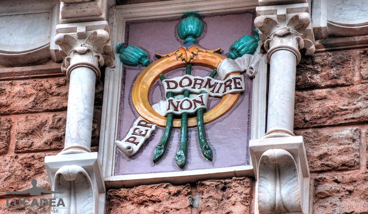 Scritte palazzo Fascie Rossi