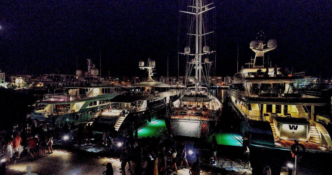 Superyacht nel porticciolo di Ibiza