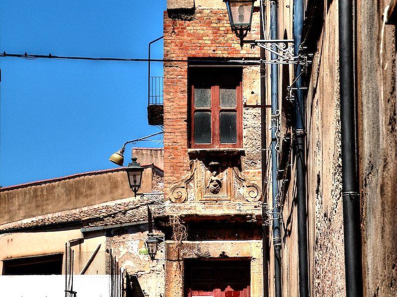 Un portone di Palermo
