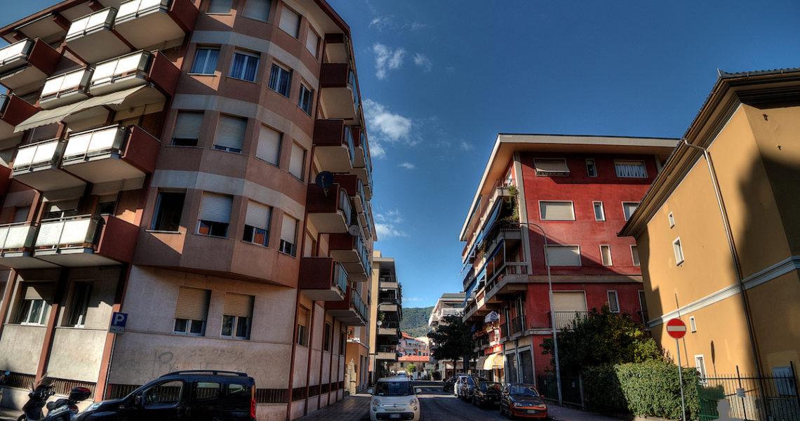 Via della Chiusa verso piazza Aldo Moro
