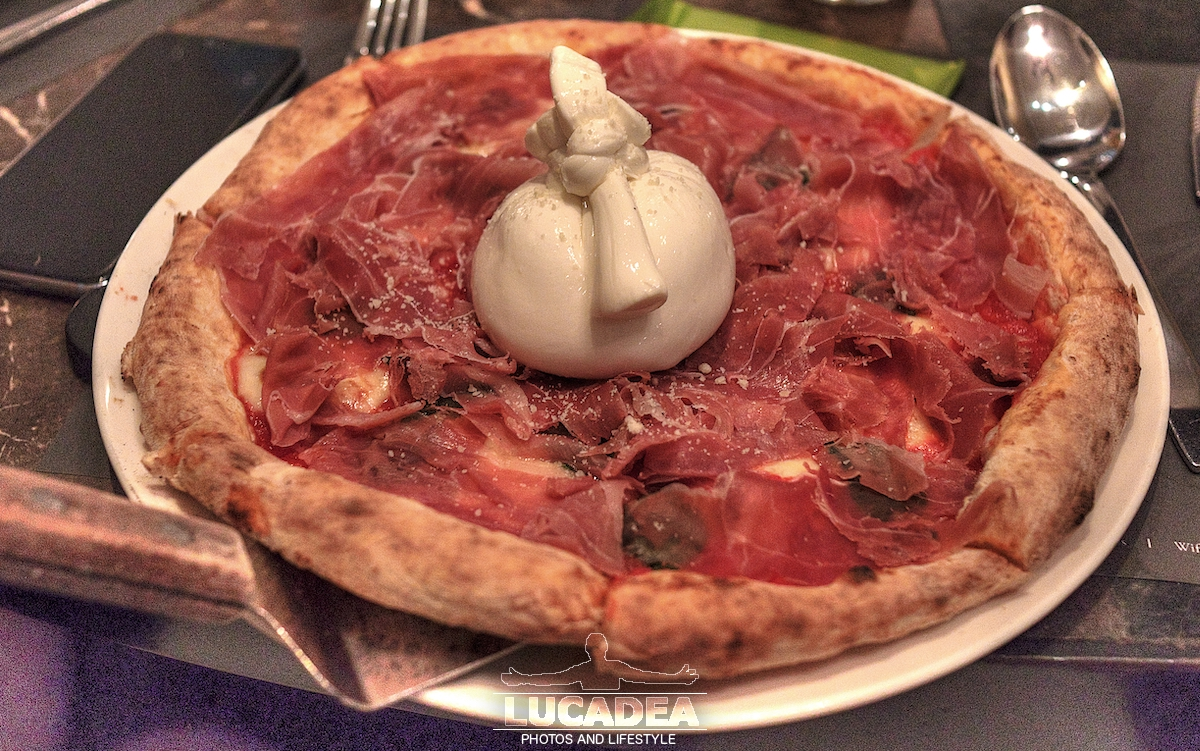 Pizza crudo di Parma e Burrata