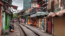 Train street ad Hanoi