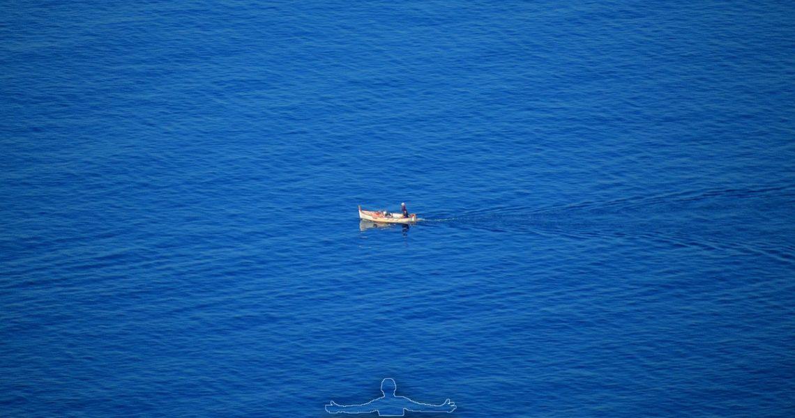 Barchetta nel mar Ligure