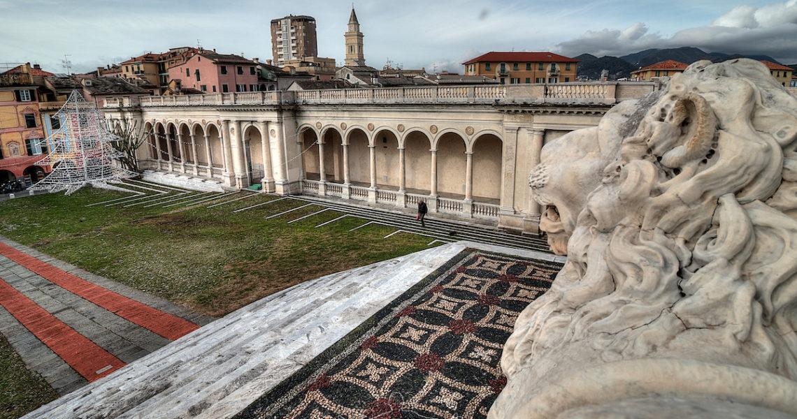 Il sagrato della Basilica di Santo Stefano