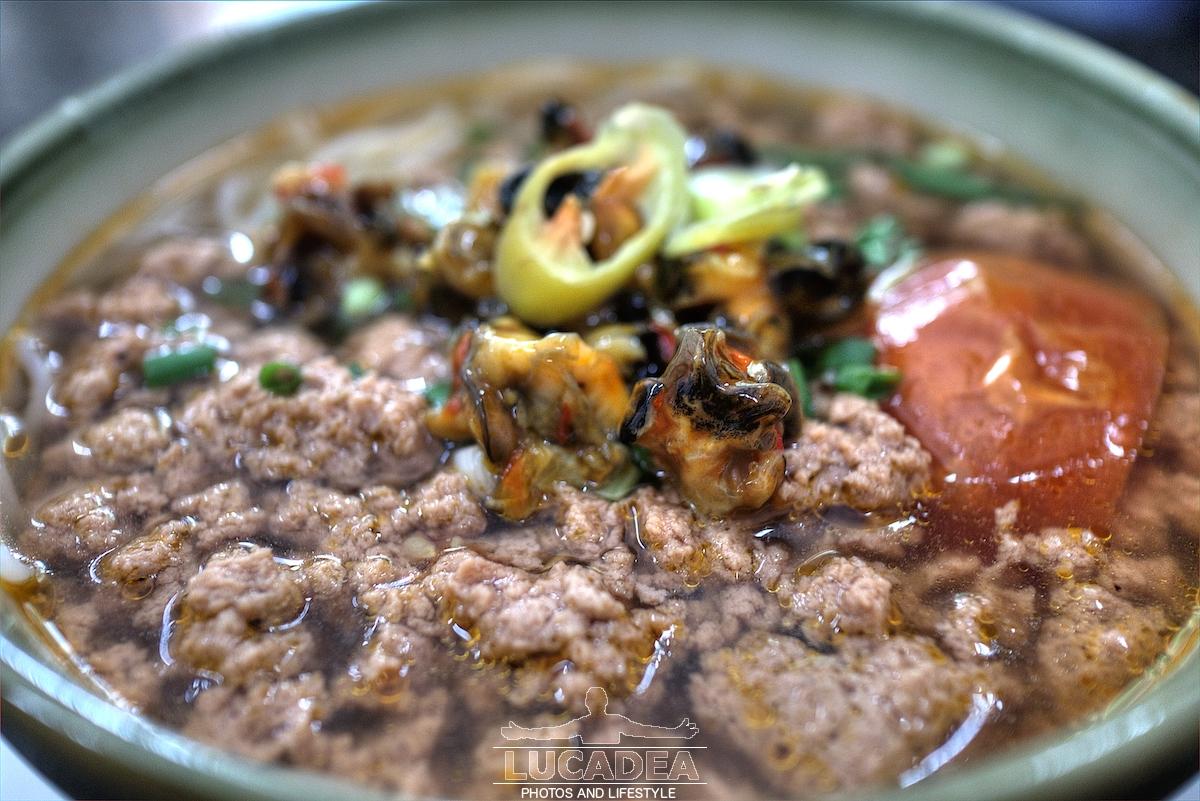 Zuppa di carne e frutti di mare