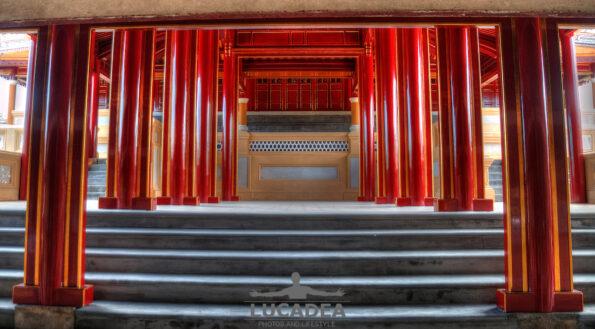 Hue e le colonne rosse