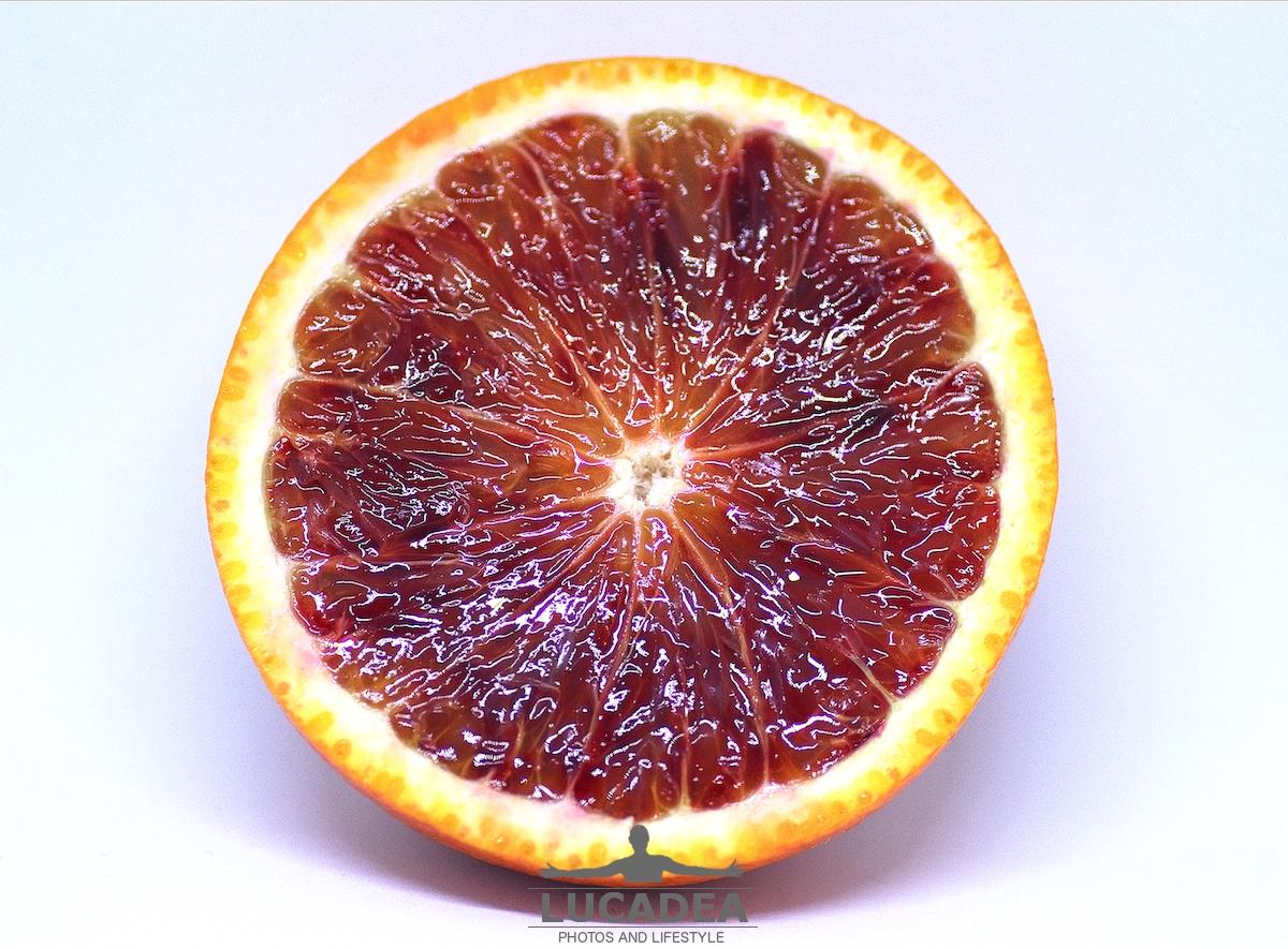 Arancia rossa tagliata