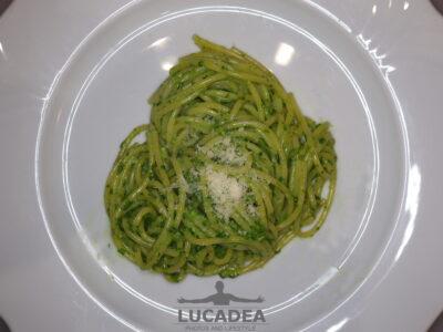 Gli spaghetti al pesto a casa
