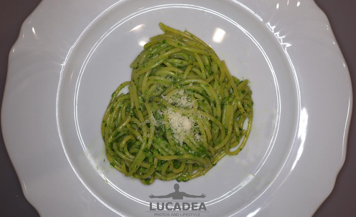 Gli spaghetti al pesto fatto in casa