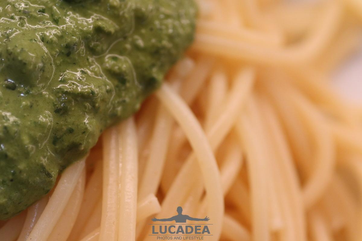 Spaghetti al pesto artistici