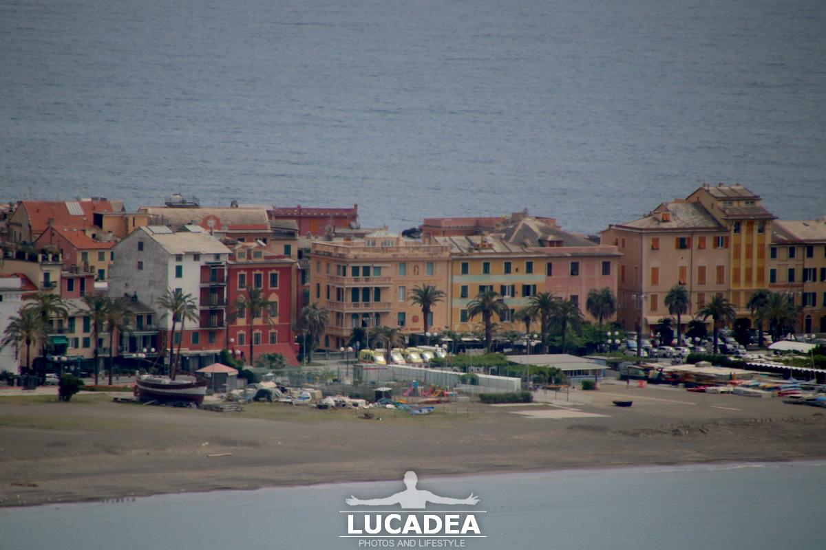Le case in viale Rimembranza a Sestri Levante