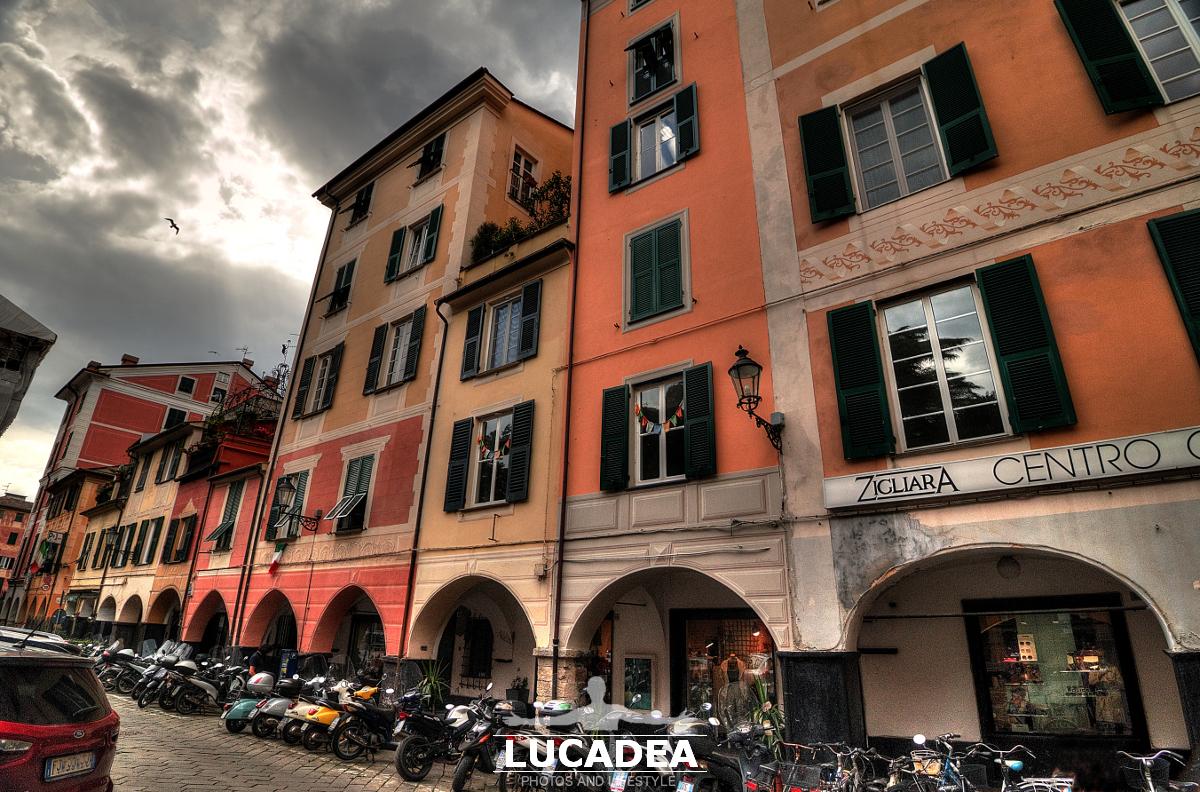 Case in piazza Verdi a Chiavari