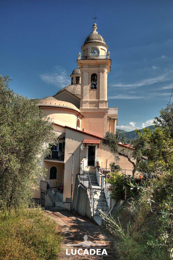 La chiesa di San Bartolomeo della Ginestra vista da dietro