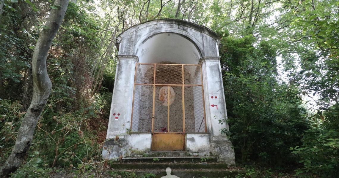 Una delle edicole del sentiero della Madonnetta