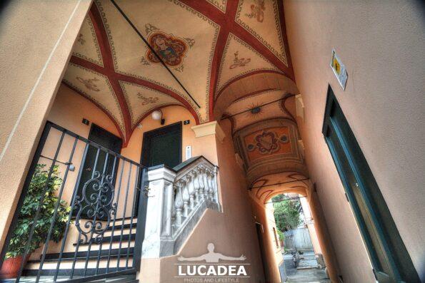 Il piccolo portico dal Ponte Romano di Sestri