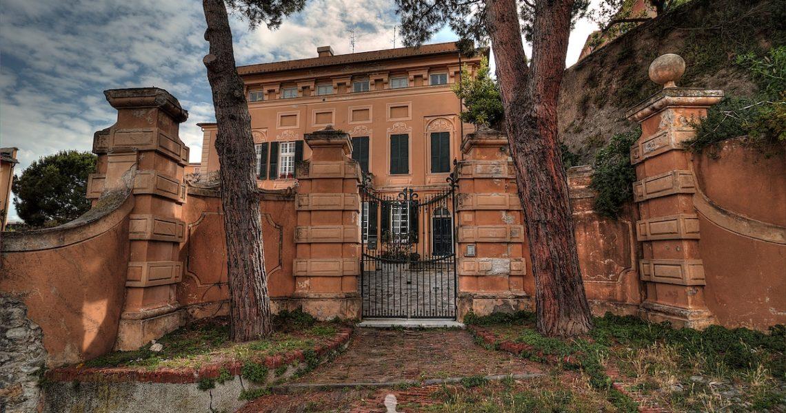 Un bel palazzo sull'Isola di Sestri Levante