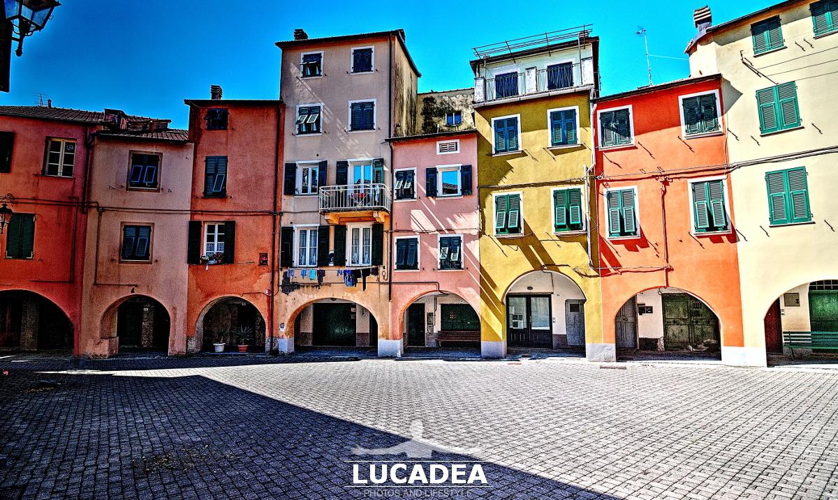 La piazzetta più famosa di Varese Ligure