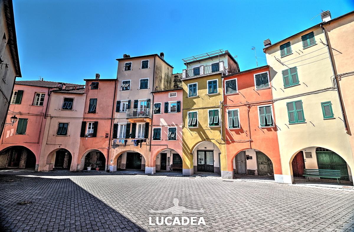 Piazza Fieschi a Varese Ligure