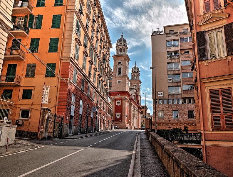 La parte finale di via Fieschi a Genova