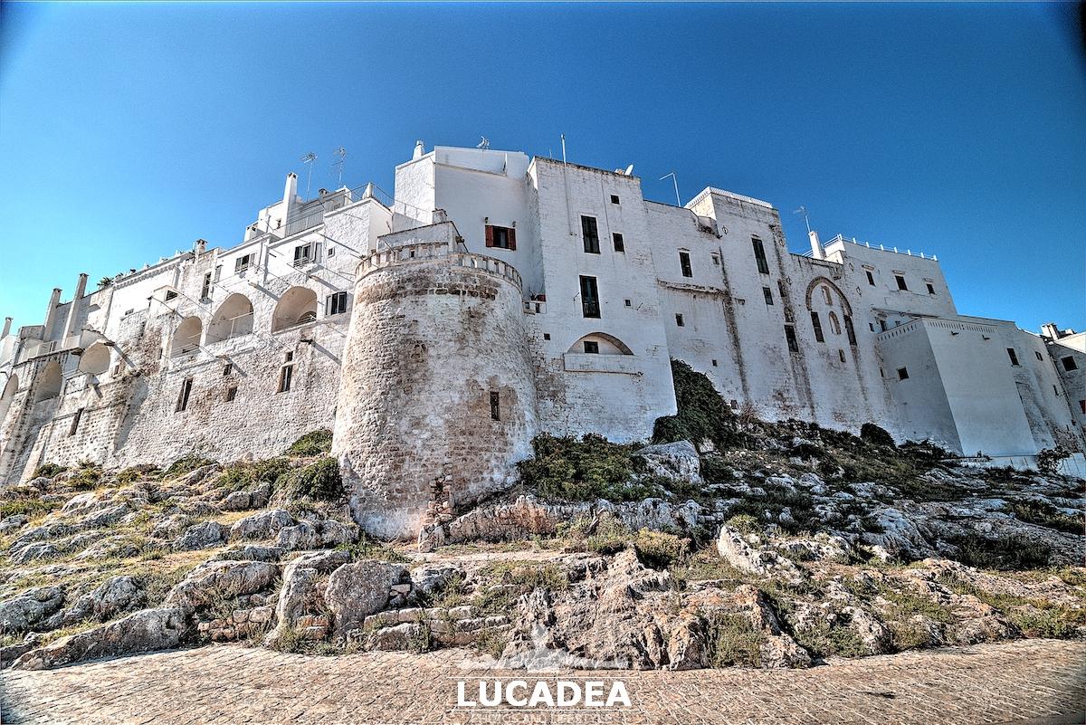 Le mura della città bianca di Ostuni