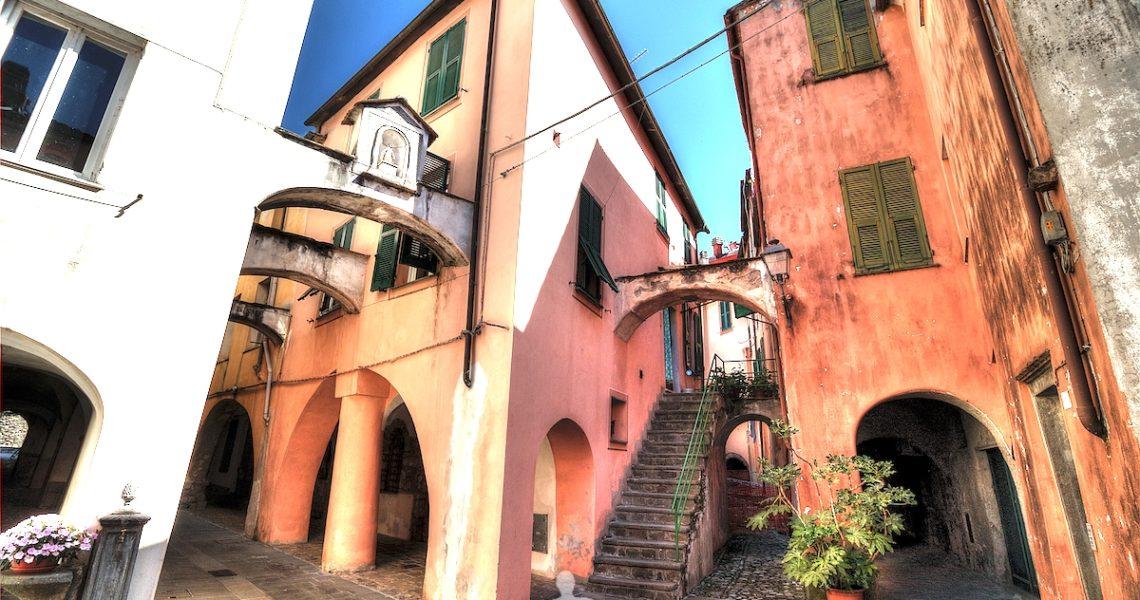 I vicoli e gli archi di Varese Ligure