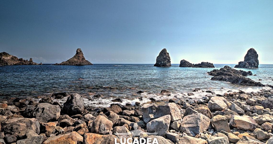 L'isola Lachea e faraglioni dei Ciclopi ad Aci Castello