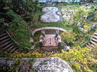 La scalinata del Parco di villa Rocca dall'alto