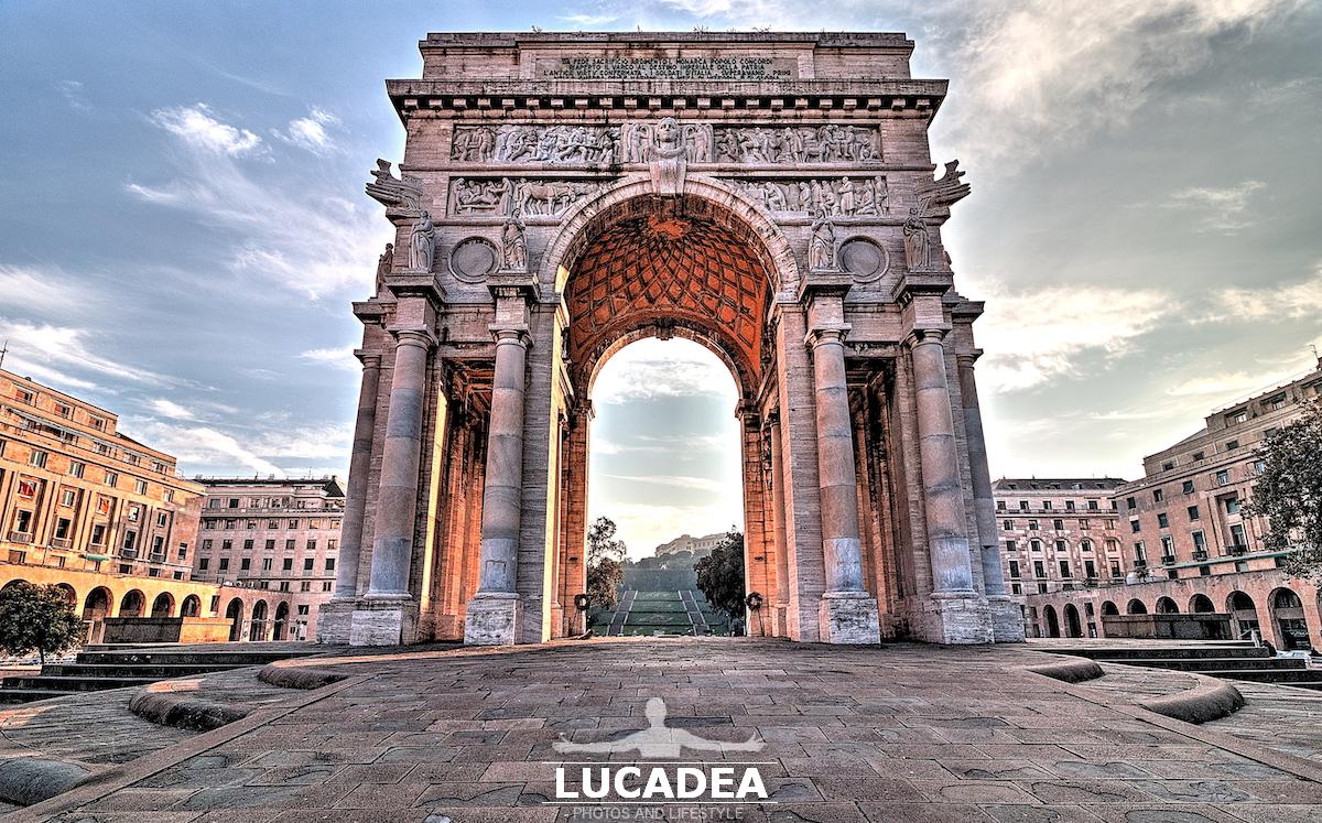 L'arco in Piazza della Vittoria a Genova