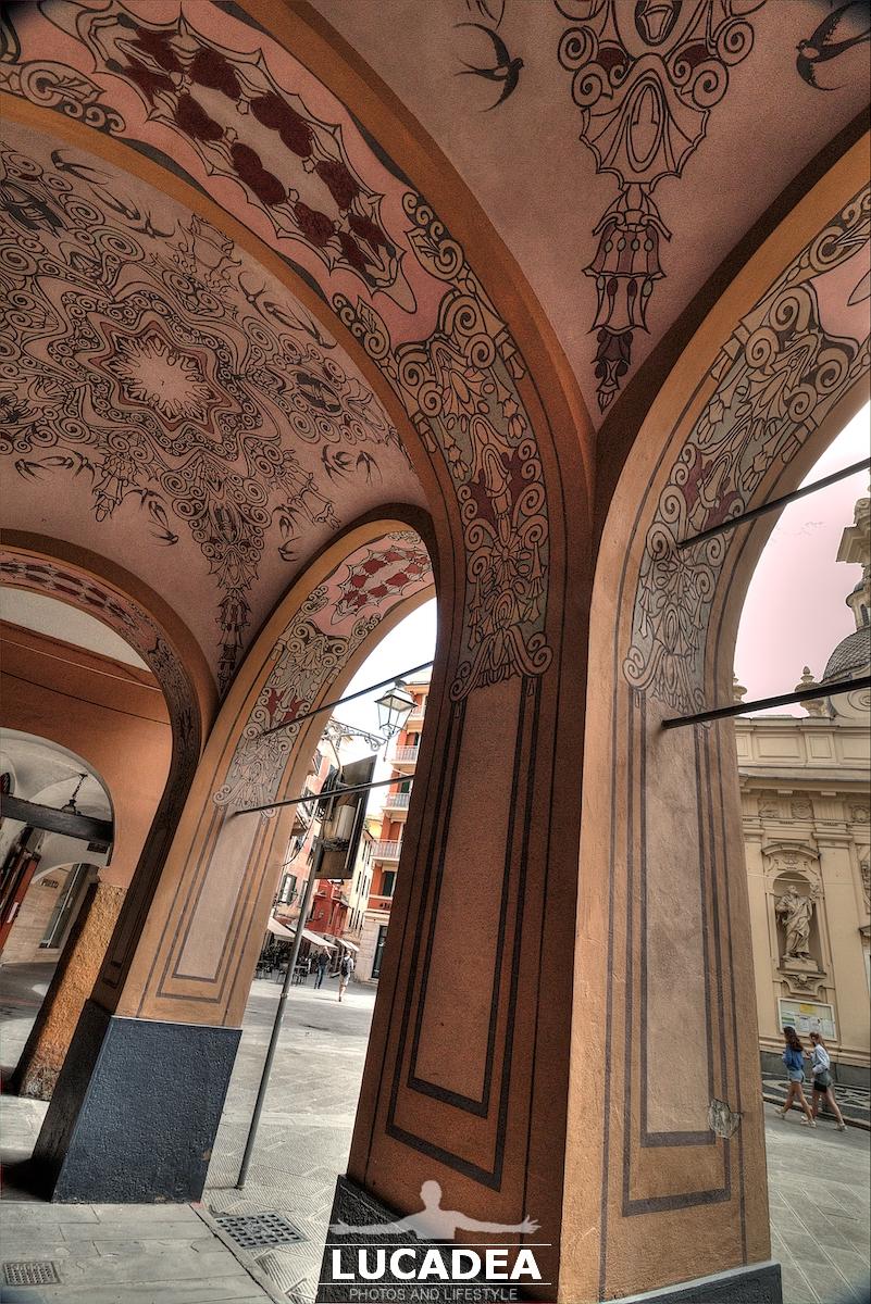 I portici di piazza Caprera a Santa Margherita Ligure
