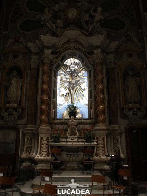 L'interno della chiesa di San Giovanni a Chiavari