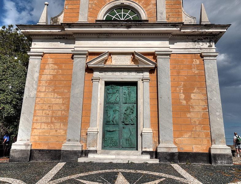 La chiesa di San Giorgio a Portofino