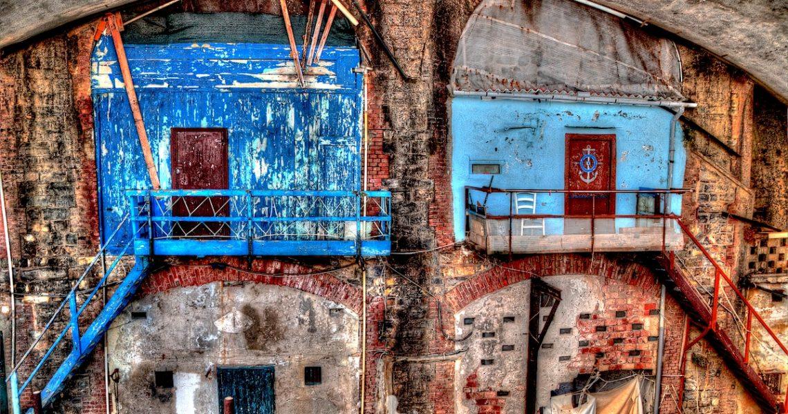 Le rimesse delle barche lungo la passeggiata di Nervi
