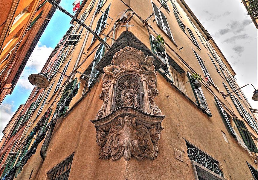 Edicola di Salita Fava Greca a Genova