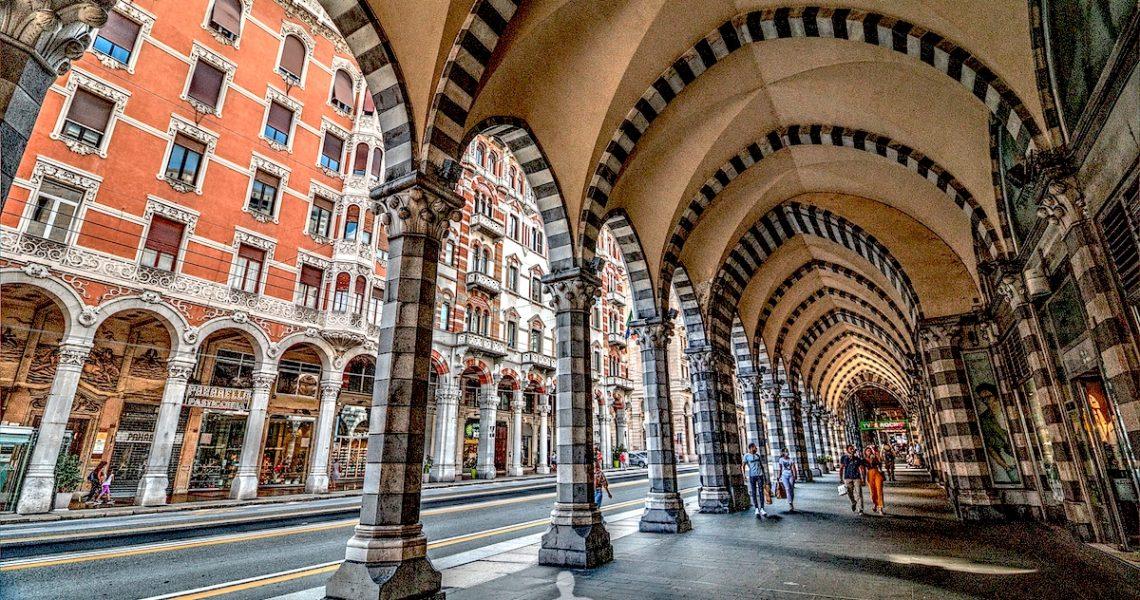 I meravigliosi portici di via XX a Genova