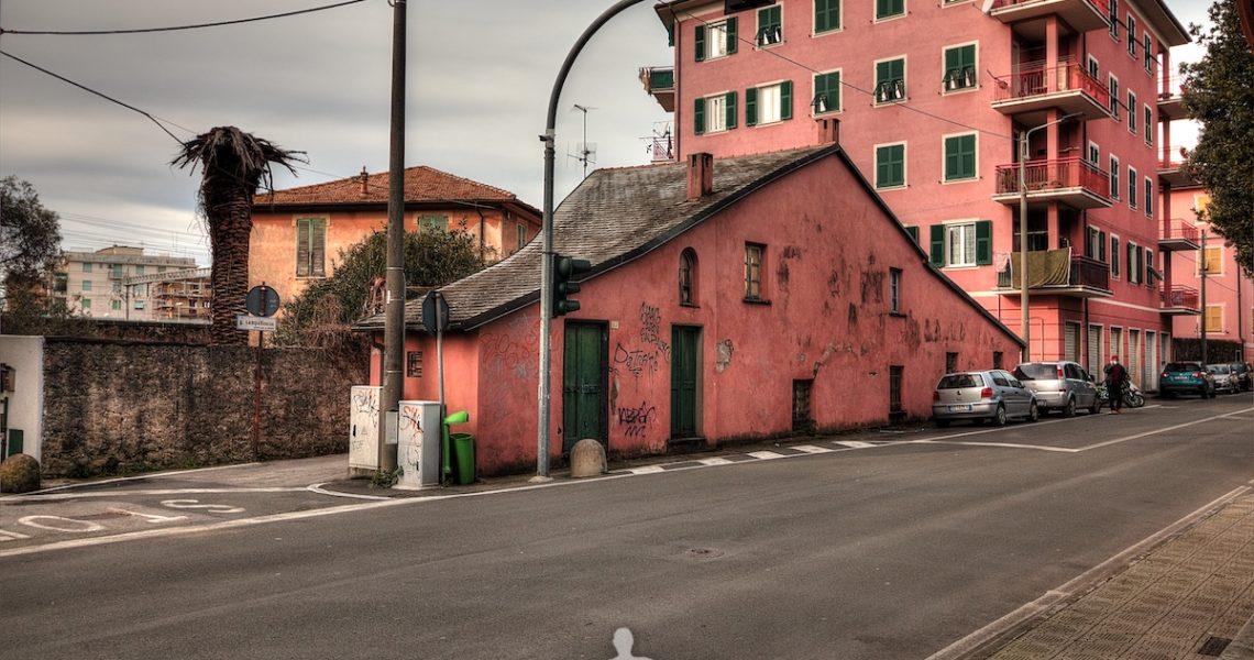 Una casa particolare in via Antica Romana Occidentale