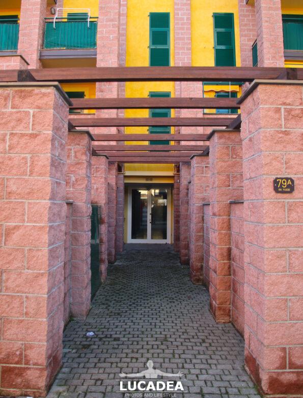 Ingresso moderno di una casa di Sestri Levante