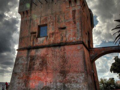 La Torre Gropallo sulla passeggiata di Genova Nervi