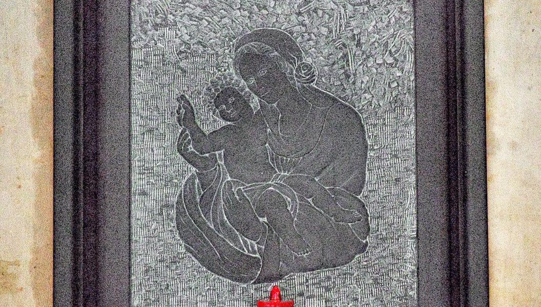 Madonna con Bambino in ardesia a Chiavari