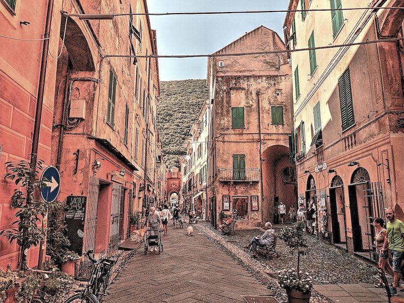 Via Giovanni Nicotera a Finalborgo