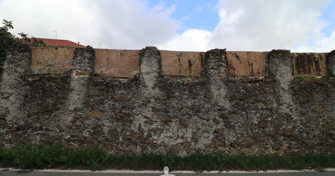 Un muro in via Val di Canepa
