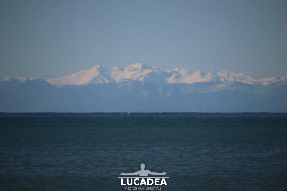 Le Alpi Marittime innevate viste da Sestri Levante